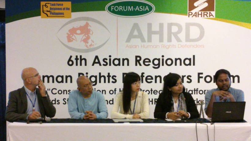 The UN Special Rapperteur on HRD, Michel Forst with Asian HRD-subregional workshop group reporters during the 6th Asian Human Rights Defenders Forum (AHRDF) in Quezon City, Philippines, 3-5 December 2014. (Photo by FORUM-ASIA)